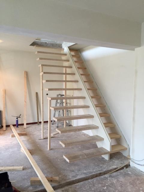Maken van trap sparing en plaatsen van een zwevende trap for Trap maken bereken