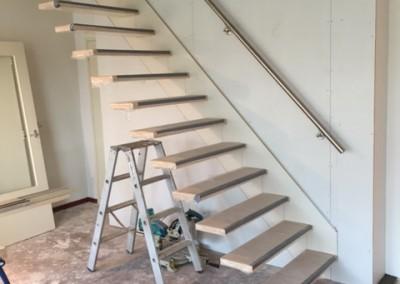 Bouwbedrijf Schippers Maken van trap sparing En plaatsen van een zwevende trap van bamboe_10